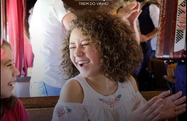 Maria Fumaça em Gramado com criança